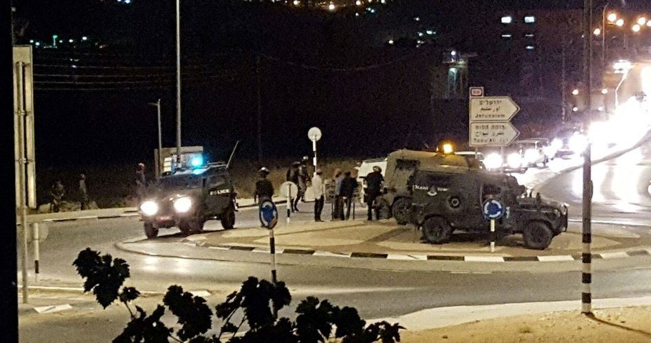 Coloni israeliani molestano i palestinesi nella cittadina di Huwara