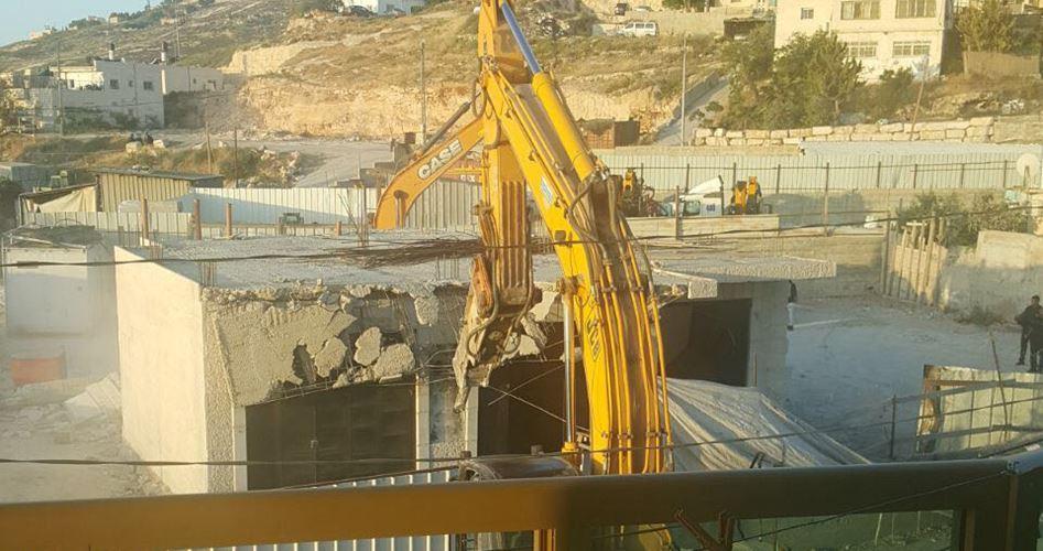 Edifici palestinesi demoliti dai bulldozer israeliani a Gerusalemme