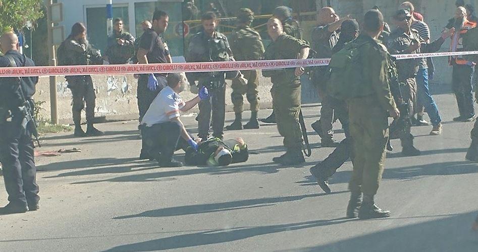 Hebron, soldati sparano a giovane palestinese dopo presunto attacco col coltello