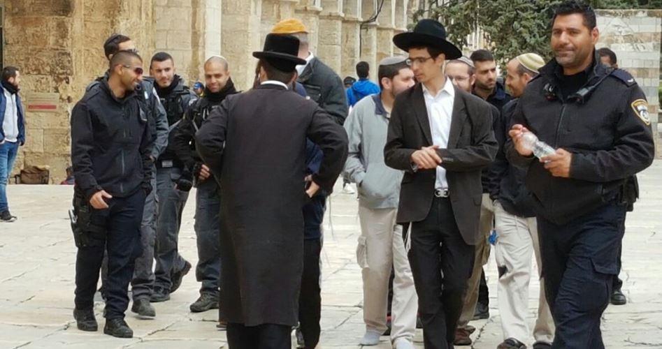 Le forze di occupazione chiudono al-Aqsa ai fedeli musulmani