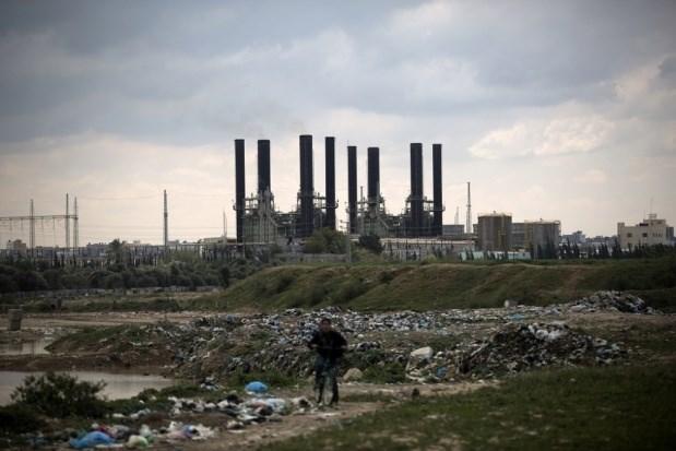 Striscia di Gaza con 2-3 ore di elettricità al giorno a causa dei tagli di Israele e ANP