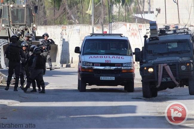 2 Palestinesi feriti, 3 detenuti dalle forze israeliane a Deir Abu Mashaal