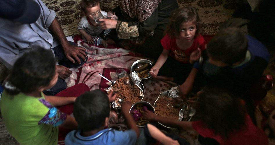 L'ANP taglia gli assegni sociali a 80mila famiglie povere nella Gaza sotto assedio