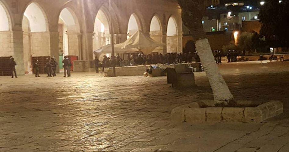 Gerusalemme, le forze israeliane attaccano il complesso di al-Aqsa: 113 feriti