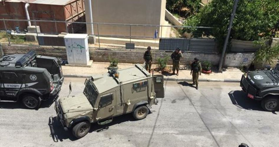 36 palestinesi arrestati durante raid notturni
