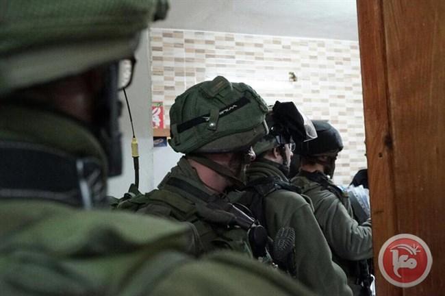 Week-end di arresti di massa: 42 Palestinesi, tra cui un parlamentare, imprigionati da Israele