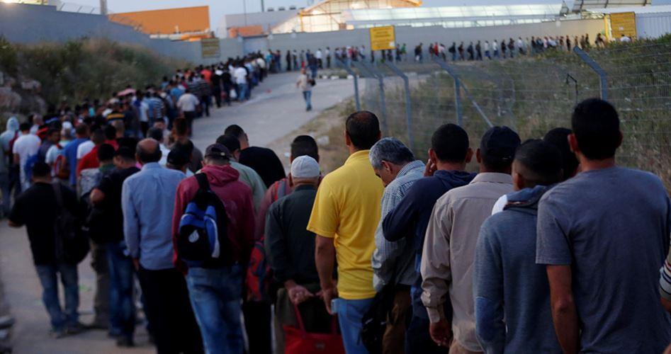 Le forze israeliane arrestano 202 lavoratori palestinesi