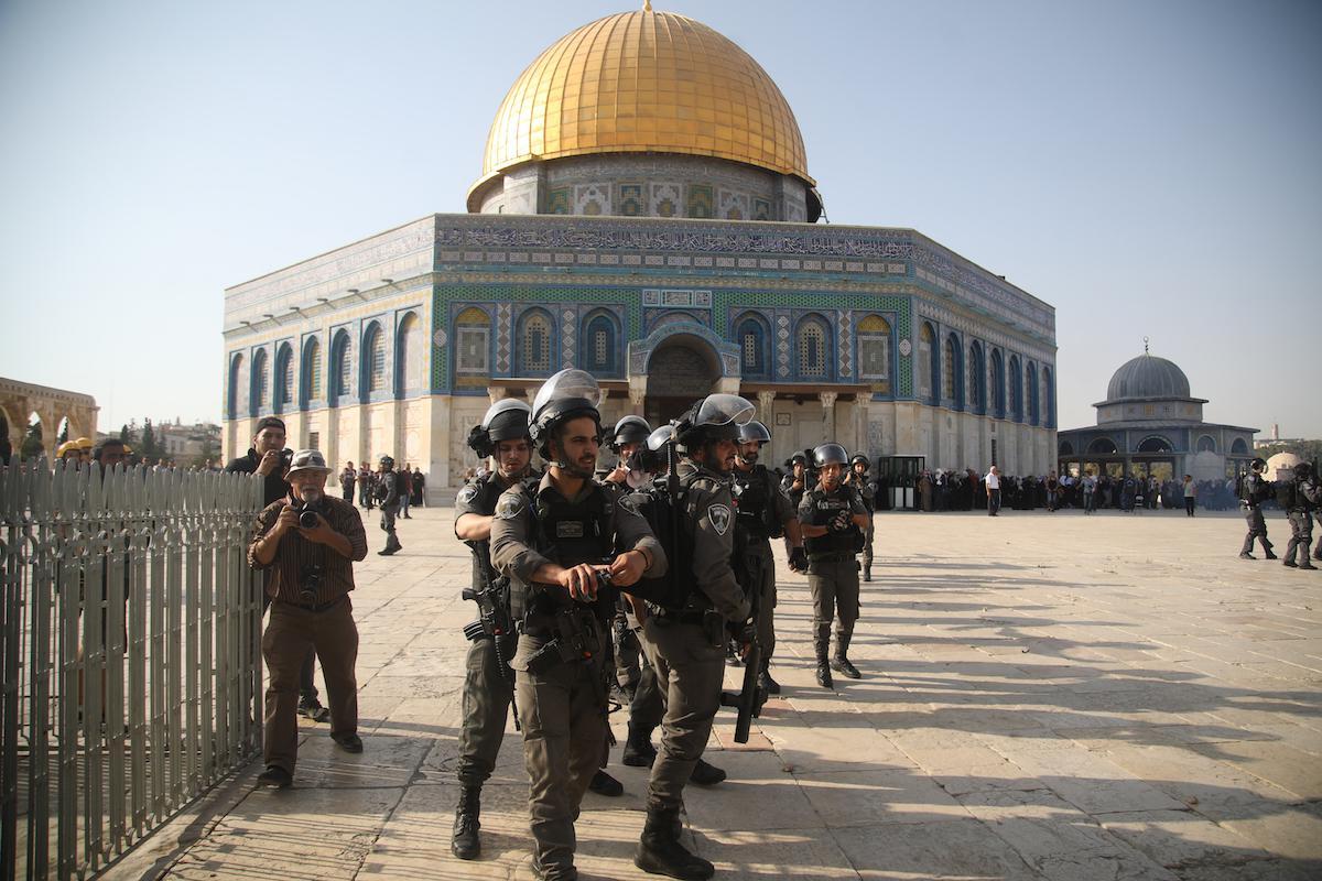 Gerusalemme, 96 coloni sfilano a al-Aqsa
