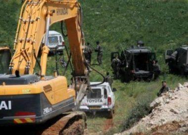 Soldati spianano terre agricole vicino a Betlemme per condurre gli addestramenti