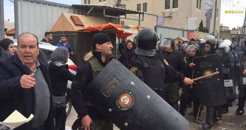 Le forze dell'ANP arrestano 12 giovani palestinesi per motivi politici