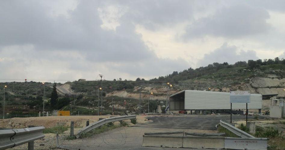 Centinaia di famiglie di prigionieri palestinesi bloccate e fermate a un check-point di Tulkarem