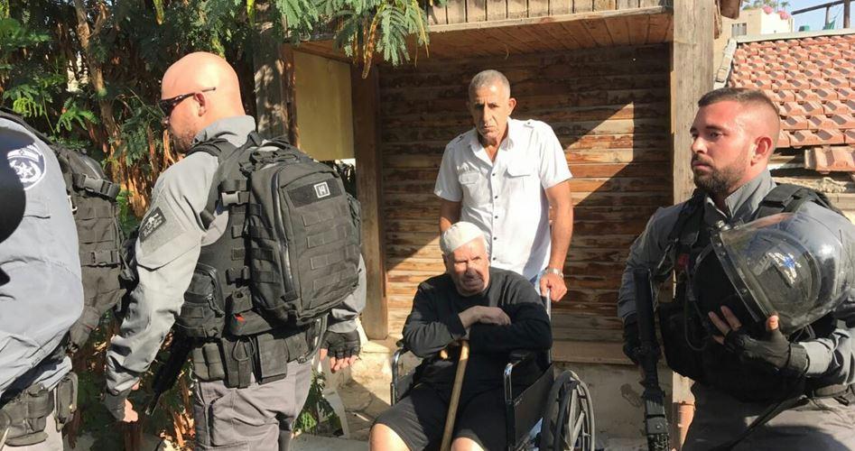 Famiglia palestinese sfrattata dalla propria casa dai coloni grazie a documenti falsi