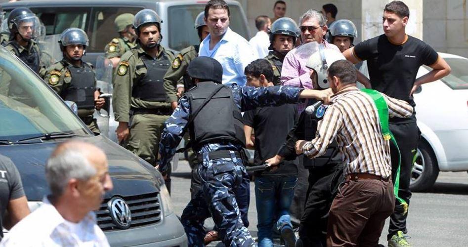 Le forze di sicurezza dell'ANP convocano due Palestinesi, tra cui un adolescente