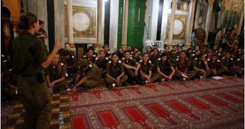 35.000 coloni, scortati dalle forze israeliane, invadono la moschea Ibrahimi a Hebron