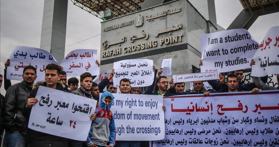 I gazawi chiedono all'Egitto e a Abbas l'apertura permanente del valico di Rafah