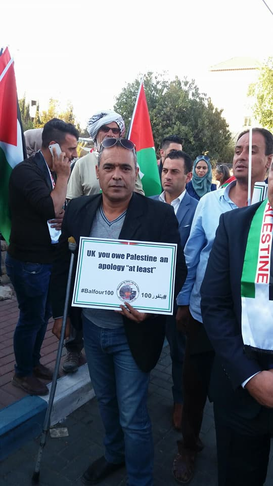 Le forze israeliane hanno invaso l'ufficio del Comitato di resistenza con il Muro a Hebron