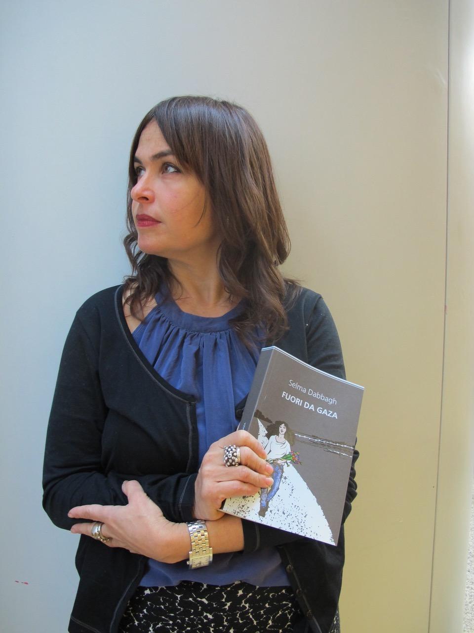 """Selma Dabbagh, autrice di """"Fuori da Gaza"""", sarà in Italia dal 24 al 27 novembre"""