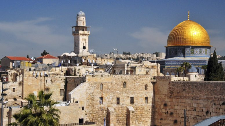 1982 israeliani hanno preso d'assalto i cortili di al-Aqsa a novembre