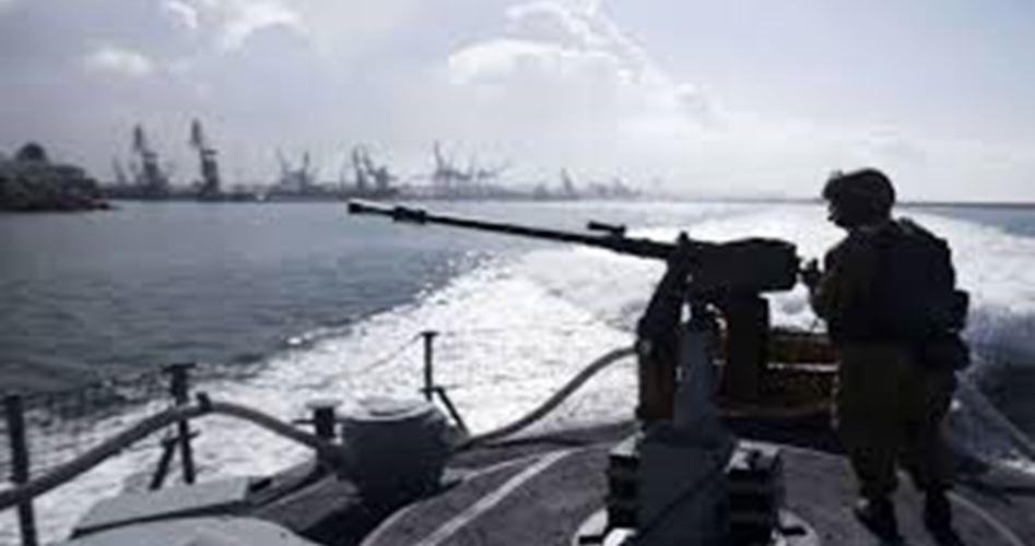 Le forze israeliane aprono il fuoco contro pescatori e contadini gazawi