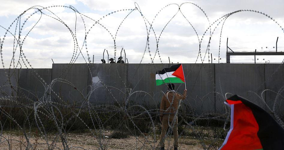 Palestinesi asfissiati da lacrimogeni durante aggressione israeliana contro manifestazioni anti-occupazione