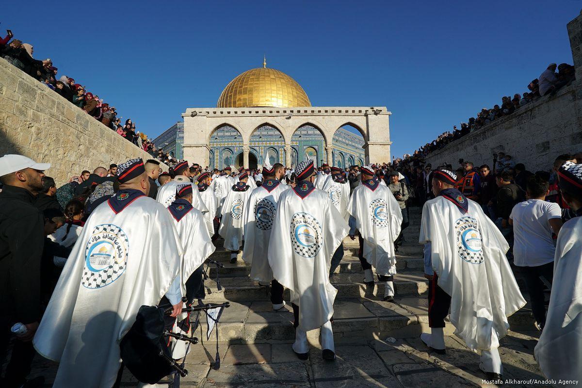 Migliaia celebrano il compleanno del Profeta a al-Aqsa