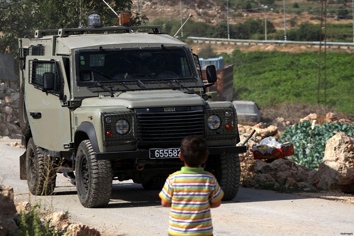 Hebron, bimba travolta da veicolo militare israeliano