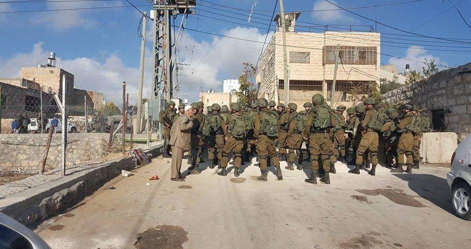"""Soldati israeliani irrompono in una scuola elementare alla caccia di """"lanciatori di pietre"""""""