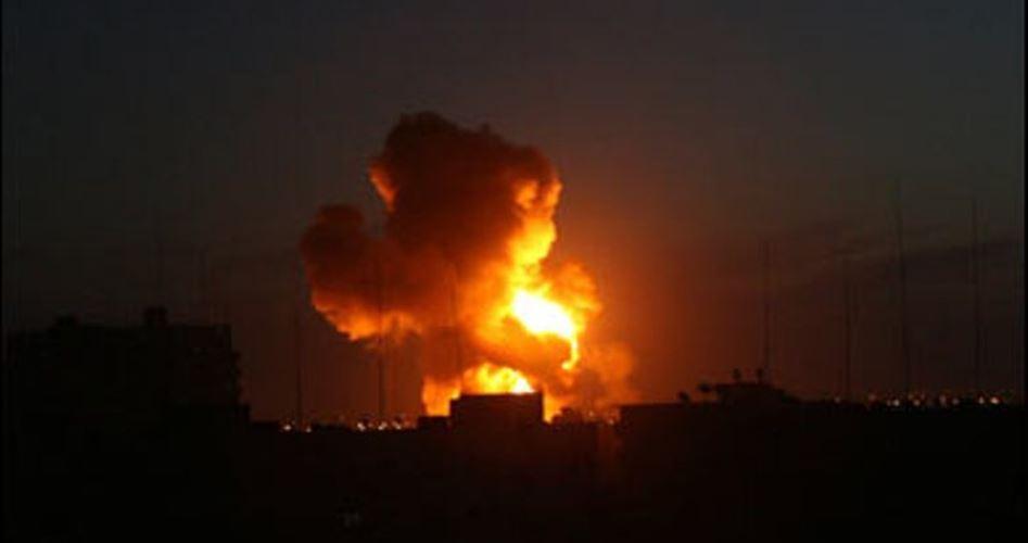 Bombardamento israeliano contro una postazione della resistenza nel sud della Striscia di Gaza