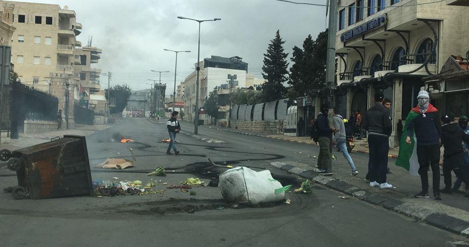 Scontri tra giovani e forze di occupazione a Betlemme e Hebron