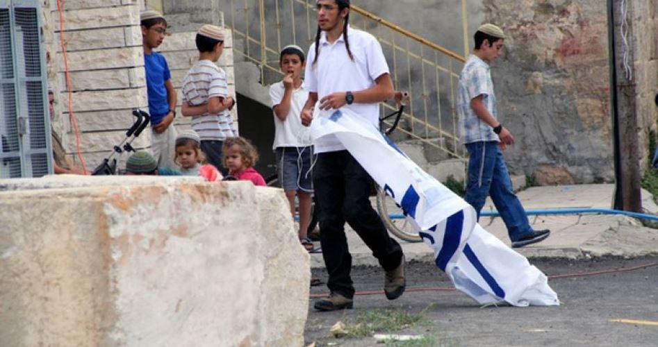 Società di banditi: coloni attaccano Palestinesi a Hebron