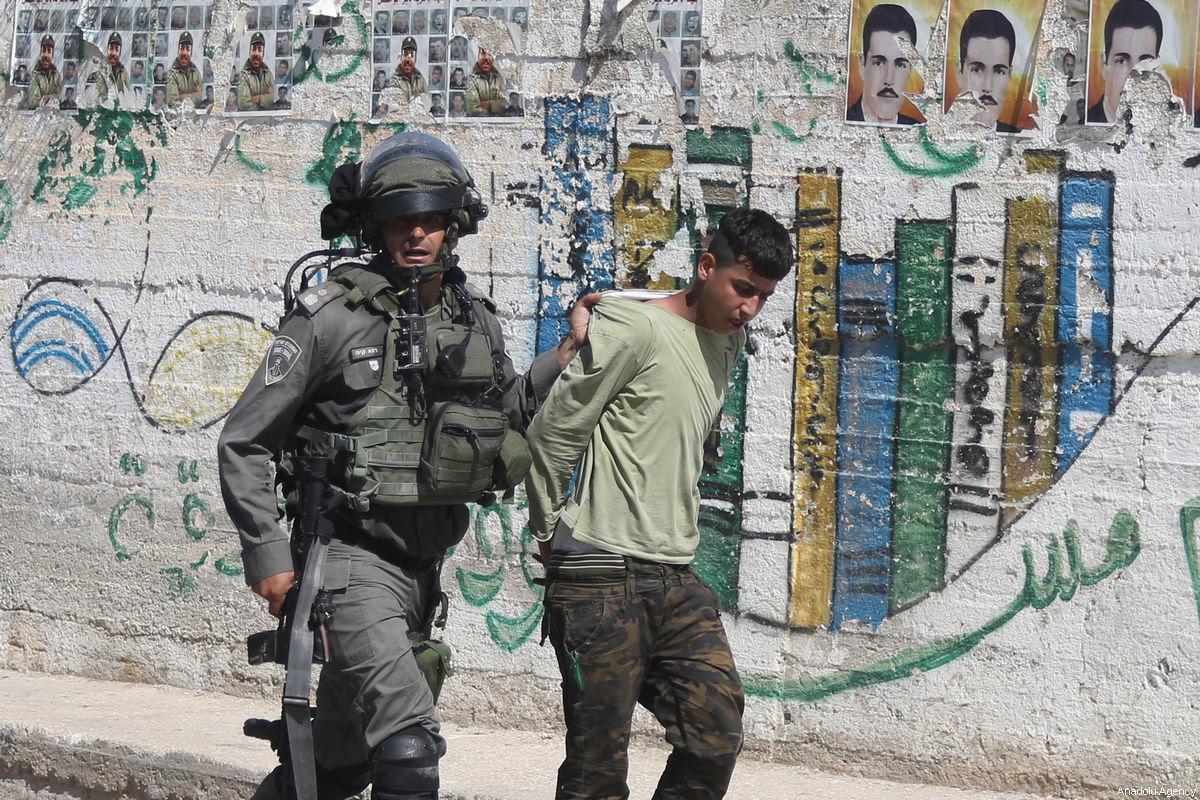 Report: percosse e abusi dei soldati israeliani contro i minorenni palestinesi prigionieri