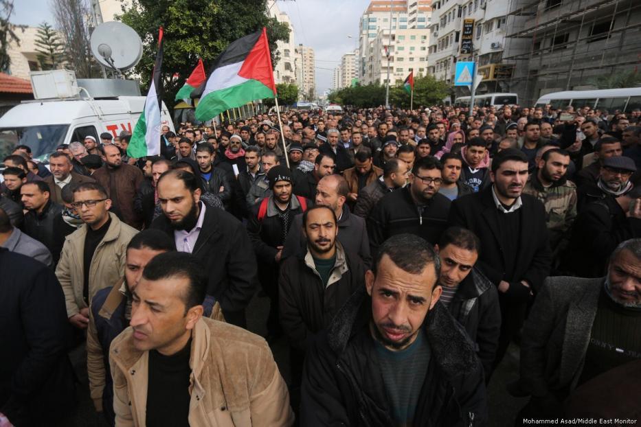 I dipendenti pubblici di Gaza chiedono le dimissioni del governo di riconciliazione
