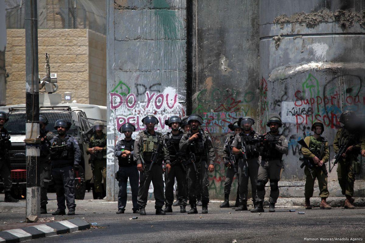L'esercito di occupazione chiude gli ingressi di una cittadina, imprigionando 7.000 Palestinesi