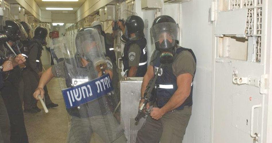 Prigionieri ad Ashkelon aggrediti durante incursione nelle loro celle