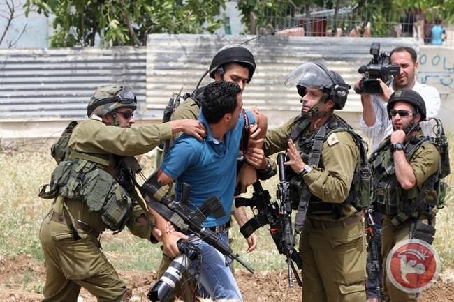 Le forze israeliane imprigionano parlamentare palestinese