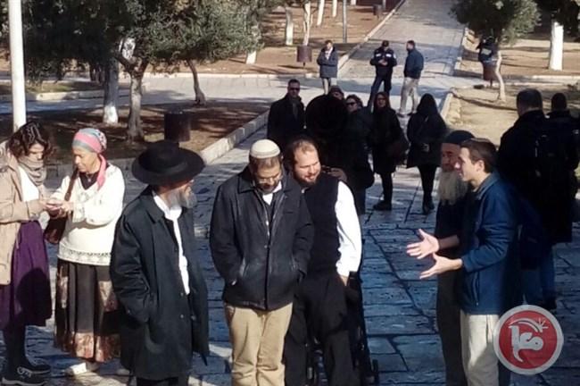 I coloni israeliani celebrano rituali di matrimonio ad Al-Aqsa, violando un accordo di vecchia data