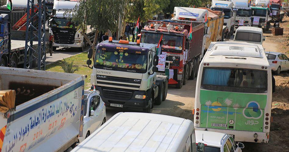 Assedio alla Striscia di Gaza, manifestazione di camion contro miseria economica