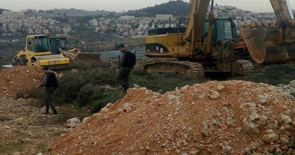 Coloni distruggono terre agricole a sud di Nablus