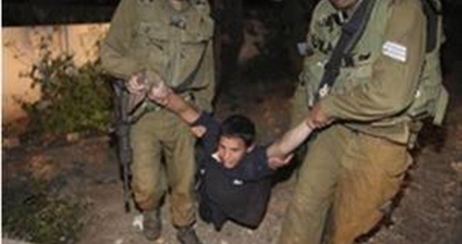 Caccia al bambino palestinese: dodicenne ferito mentre sfugge ai soldati