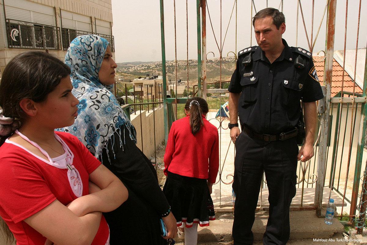 Colonialismo israeliano: nativi palestinesi banditi per legge da Gerusalemme