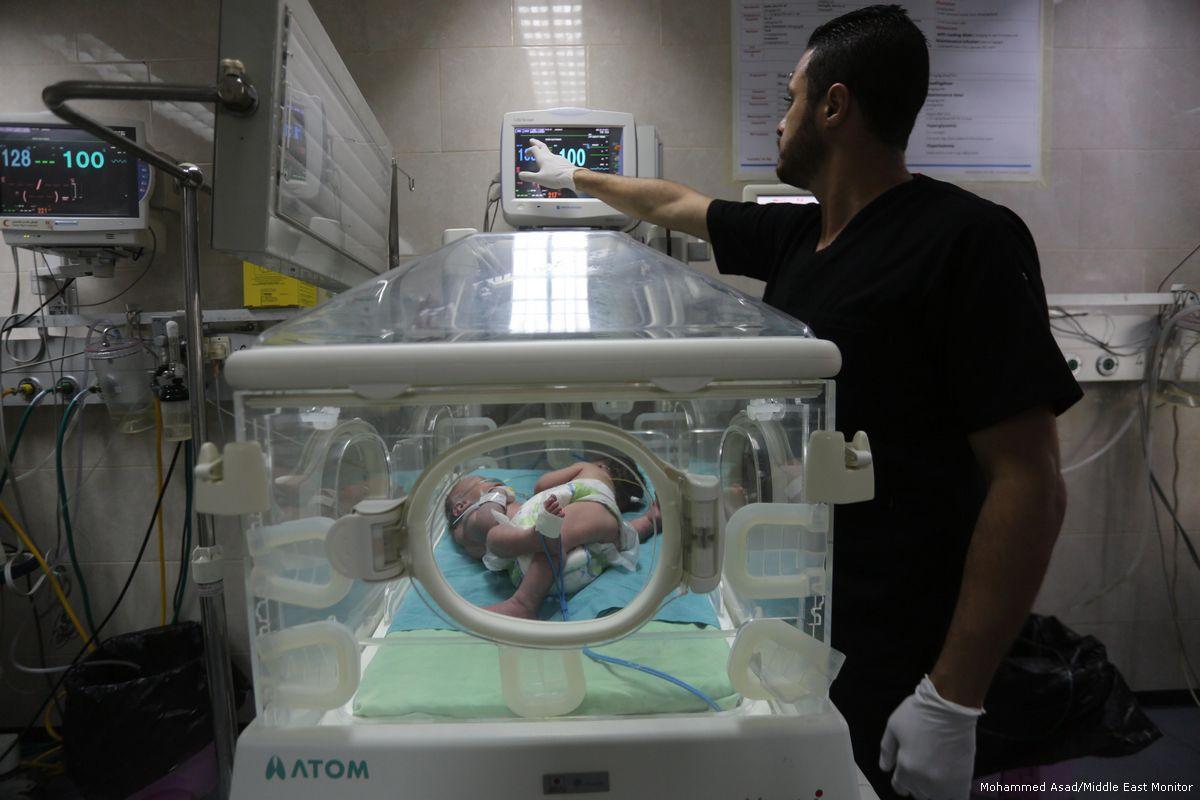 Emirati Arabi e Qatar donano fondi contro la crisi del sistema sanitario gazawi