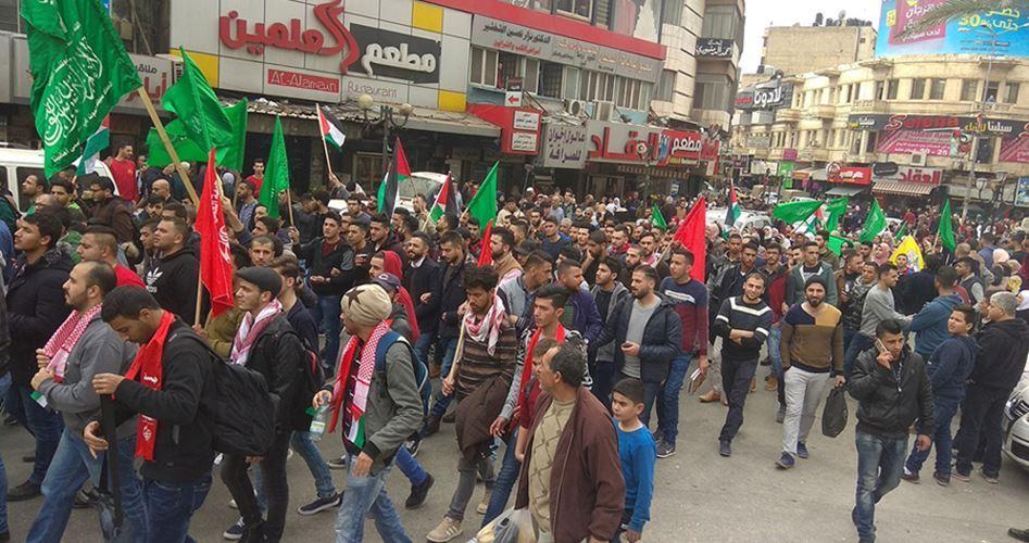 Migliaia di giovani in piazza, a Nablus, in onore di Ahmad Jarrar