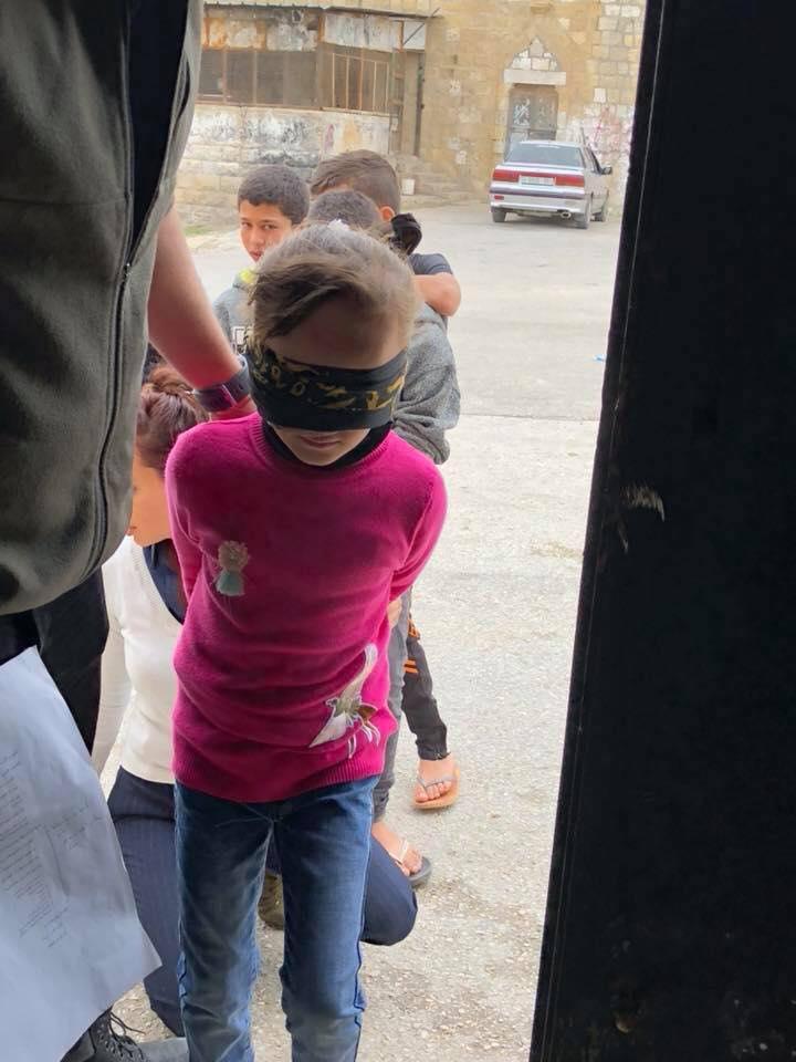 Workshop per educare i bambini ai metodi di interrogatorio nelle prigioni israelian