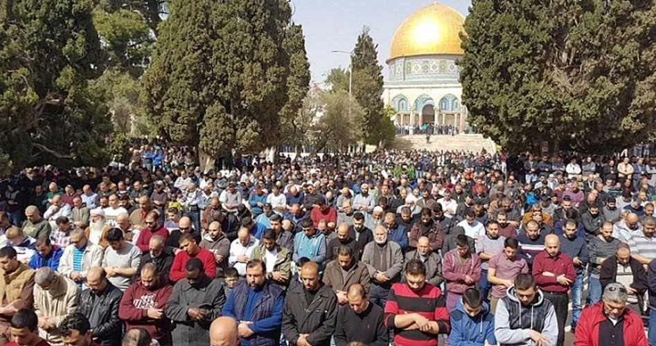 50.000 musulmani pregano a al-Aqsa