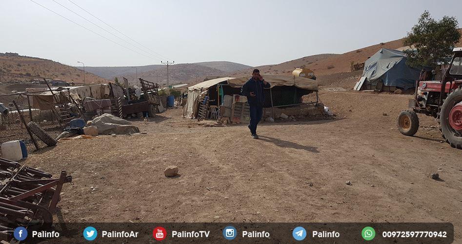 L'esercito israeliano obbliga 16 famiglie palestinesi a lasciare le proprie case