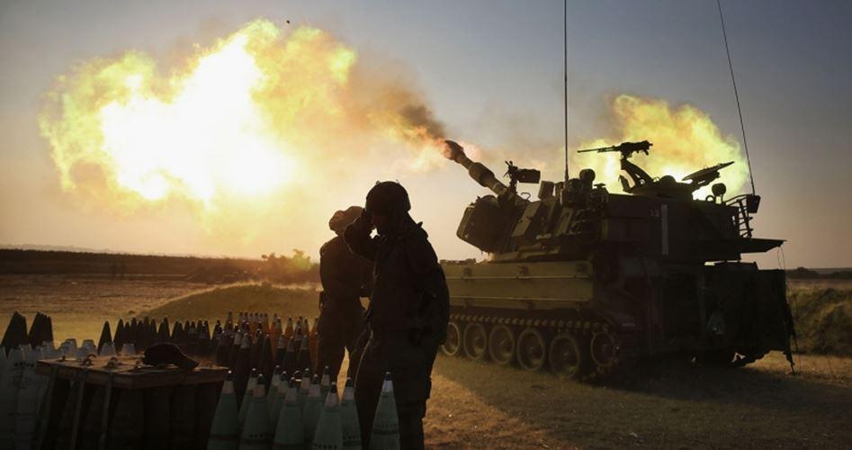 Bombardamenti dell'artiglieria israeliana contro la Striscia di Gaza