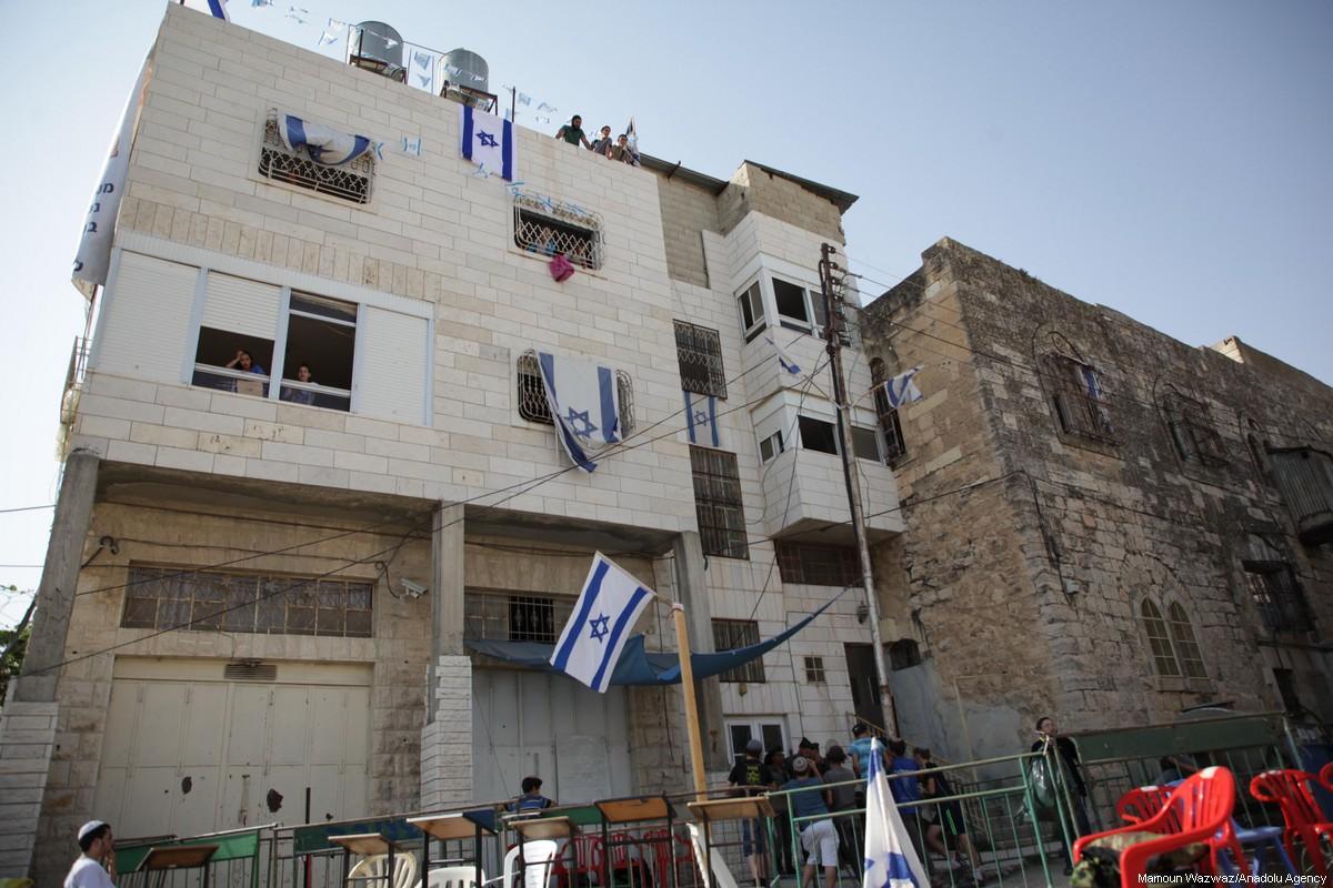 Coloni ebrei occupano altre 2 case palestinesi a Hebron