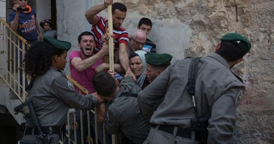 Gang di coloni assalta casa palestinese a Hebron