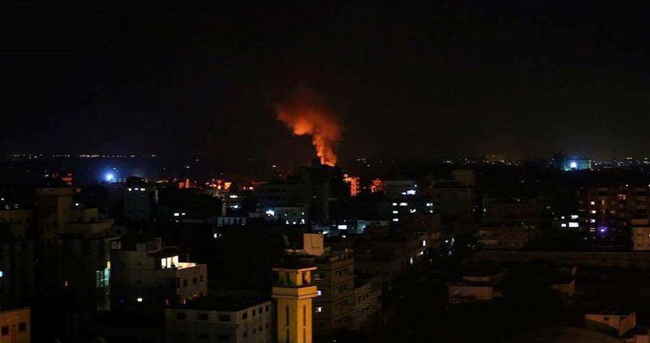 Striscia di Gaza, aerei da guerra israeliani bombardano siti della resistenza palestinese