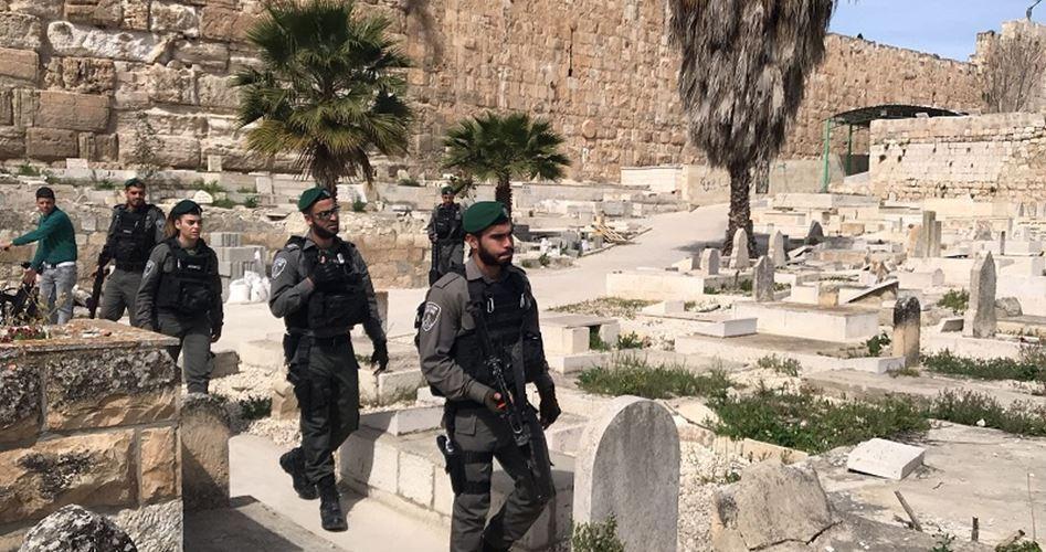 Forze israeliane irrompono nel cimitero islamico vicino a al-Aqsa